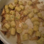 Parisienne gnocchi: deglaze with cooking liquid